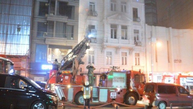 Beyoğlu'nda iş merkezinde yangın çıktı