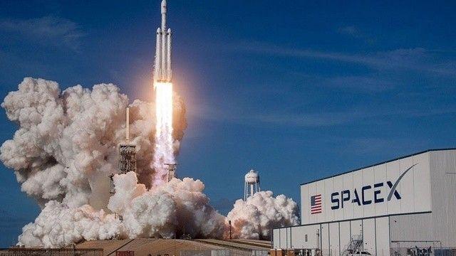 Dragon 3 günlük uzay yolculuğunu tamamladı