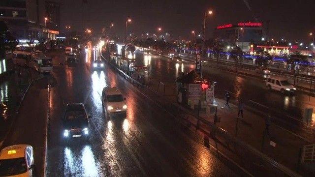 İstanbul'da sağanak etkisini göstermeye başladı