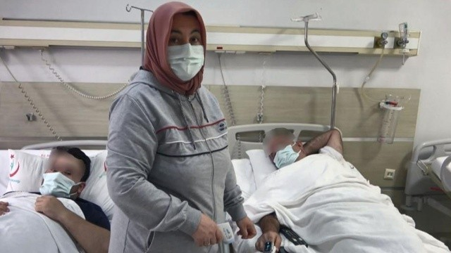Koronavirüs hemşiresinden anne şefkati: Pozitif çıkan oğlu ve eşine bakıyor