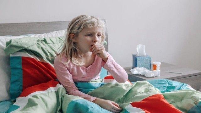 Krup hastalığı nedir, belirtileri nelerdir? Çocuklarda görülen Krup bulaşıcı mı?