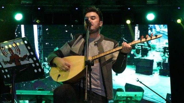 Mustafa Ceceli, Diyarbakır'da Kürtçe şarkılarla coşturdu