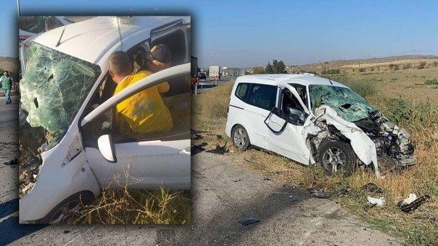 Radar aracına otomobil çarptı: 1'i polis 3 yaralı