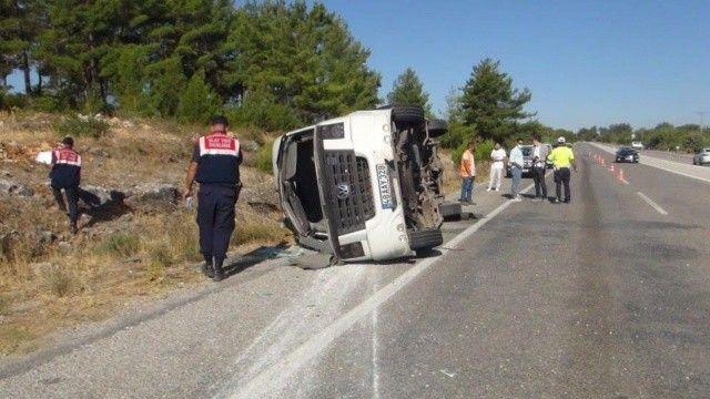 Tur otobüsü şoförü kalp krizi geçirdi: 1 ölü, 49 yaralı