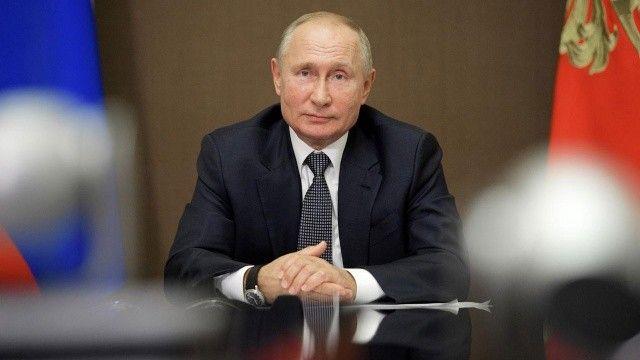 Vladimir Putin'in partisi Rusya'da zafer ilan etti