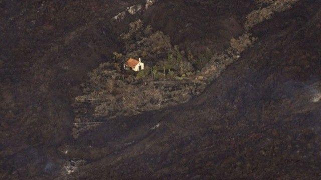 Yanardağ felaketinde ilginç olay: Etrafındaki her şey küle döndü ev sapasağlam