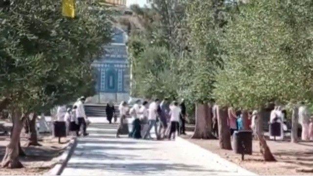 Yüzlerce fanatik Yahudi polis eşliğinde Mescid-i Aksa'yı bastı