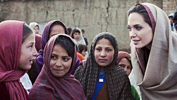 Angelina Jolie ABD'yi eleştirdi: Afganistan'daki kadınları düşünüyorum