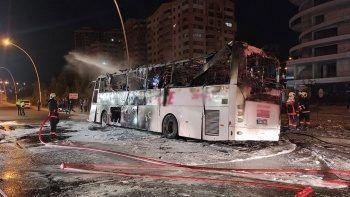 Ankara'da direğe çarpan yolcu otobüsü yandı: 1 ölü, 20 yaralı