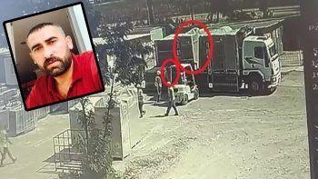 Bursa'daki iş kazası kamerada: 1,5 tonluk trafonun altında kaldı