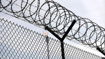 Cezaevine silahlı baskın: Yüzlerce mahkum firar etti