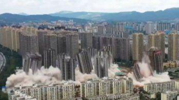 Çin'de aynı anda 15 gökdelen dinamitle yıkıldı