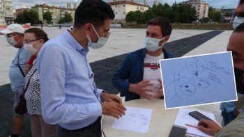 Doktora yarım saat yetti: Aşı karşıtı vatandaşı çizimle ikna etti