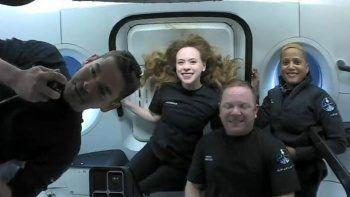 Dört uzay turistinin kapsülde yaşadığı tuvalet krizi ortaya çıktı