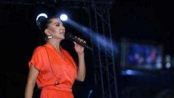 Ebru Yaşar şarkılarıyla coştular