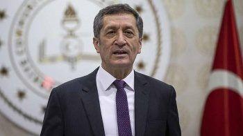 Eski Milli Eğitim Bakanı Ziya Selçuk imaj değiştirdi