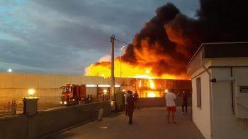 Geri dönüşüm tesisinde yangın çıktı, vatandaşlar isyan etti