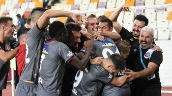Gol düellosunun galibi Fatih Karagümrük! Maç Sonucu: Yeni Malatyaspor 3-4 Fatih Karagümrük