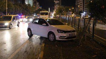 İki otomobile çarptı, yaya olarak olay yerinden kaçtı