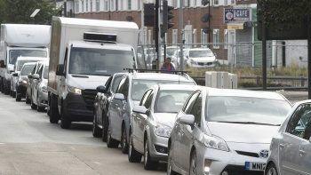 İngiltere'de yakıt krizi! Nakliyatlar orduya devredildi