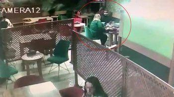 İnternetten buluştuğu kadından çaldığı parayla hesabı ödeyip kaçtı