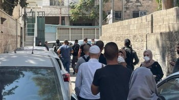 İsrail güçleri Kudüs'te okula baskın yaparak müdürü gözaltına aldı