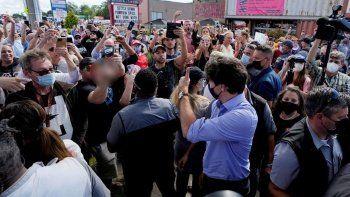 Kanada Başbakanı Justin Trudeau'ya taş atıldı