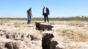 Konya'nın ardından Karaman! Yüzey yarıkları 2 metreyi buldu