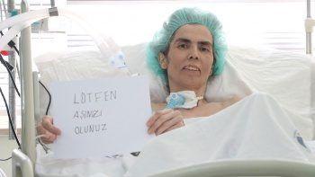Korona peşini bırakmadı! Yoğun bakımda kağıda 'Aşı olun' yazarak çağrıda bulundu