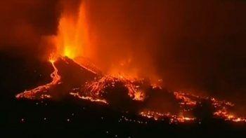 La Parma Yanardağı 100'den fazla evi küle çevirdi