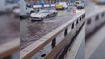 Londralılar hayrete düştü: Tower Bridge Köprüsü sular altında kaldı