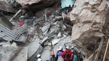 Meksika'da dev kaya felaketi! Evlerin üzerine düştü: 1 ölü 10 yaralı