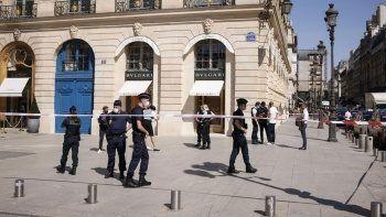 Paris'te ünlü kuyumcu mağazası soyuldu