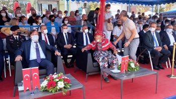 Protokolde 'Ayşe Teyze' krizi