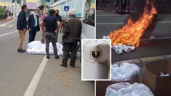 Belediye Başkanı 'Kürdistan' yazan şapkaları yaktı