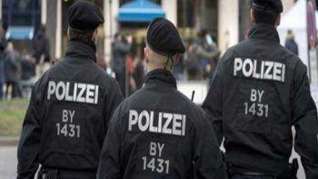 Son dakika! Almanya'da rehine krizi: Silahlı bir kişi, otobüsteki 3 yolcuyu rehin aldı