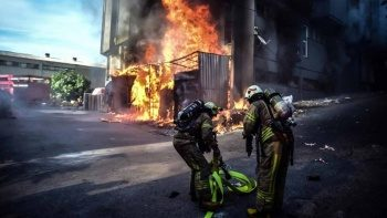 Son dakika: Bahçelievler'de fabrika yangını