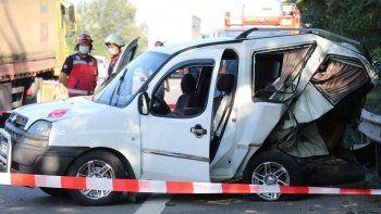 TEM'de iki araç çarpıştı! Bariyerlere çarparak durdu