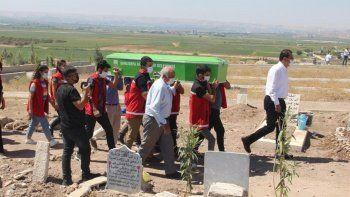 Üzerine tiner dökülüp yakılan Amara Dwla'nın yürek yakan cenazesi! Akrabaları katılmadı, Bakanlık kaldırdı