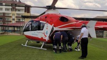Yaşlı kadın hava ambulansıyla hastaneye kaldırıldı