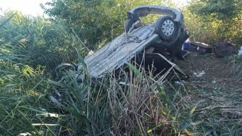 Yoldan çıkan araç şarampole uçtu: 6 kişi yaralandı