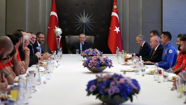 Cumhurbaşkanı Erdoğan, Ampute Futbol Milli Takımı'nı kabul etti