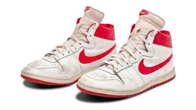 Michael Jordan'ın ayakkabıları rekor fiyata satıldı
