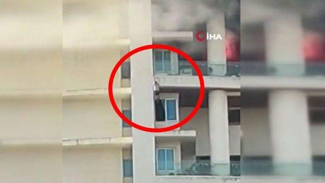Yangından kaçmak için 19. kattan sarkarken düştü