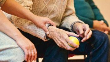 'Covid-19 yalnızlığı Alzheimer riskini artırıyor'