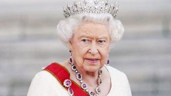 'Yılın yaşlısı' ödülünü reddeden Kraliçe hastanelik oldu
