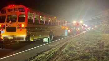 ABD'de yolcu treni tıra çarptı