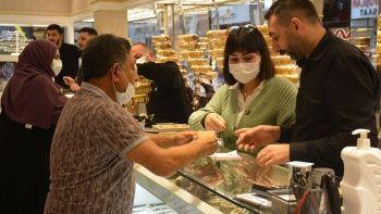 Altın fiyatı yükselince 1 günde 1.5 milyonluk altın bozdurdular
