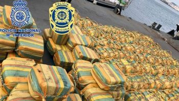 Atlas Okyanusu'nda 5 tondan fazla kokain yakalandı