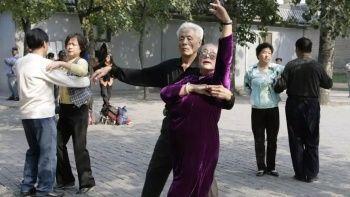 Çin'de gençler sokakta dans eden yaşlılara savaş açtı